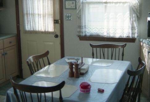 kitchen table014